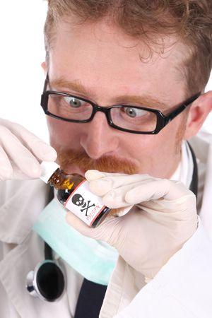 veneno frasco: m�dico con botella de veneno en el fondo blanco