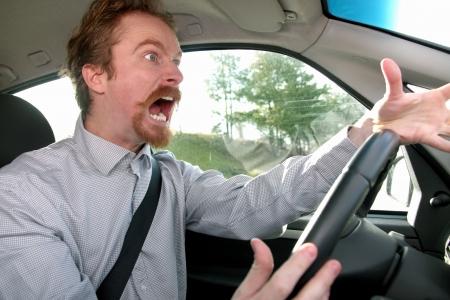 col�re: conducteur fou dans une voiture Banque d'images