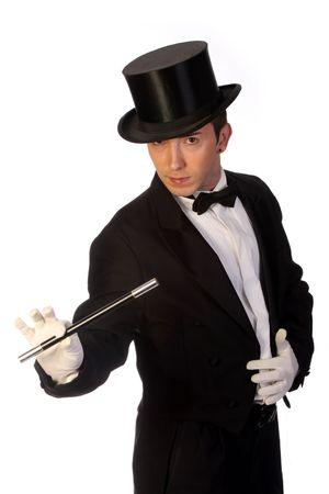 mago: joven mago con varita m�gica en el desempe�o de fondo blanco