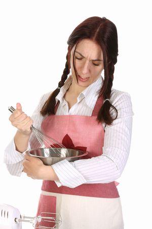 batidora: ama de casa cansado preparando con trituradora de huevo sobre fondo blanco Foto de archivo