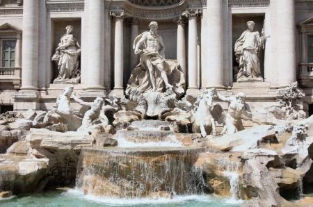 di: The Trevi Fountain ( Fontana di Trevi ) in Rome, Italy