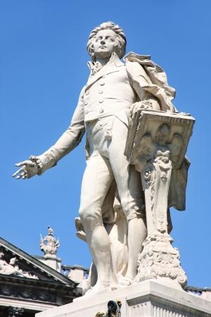 mozart: Statue of Wolfgang Amadeus Mozart, Burggarten in Vienna, Austria