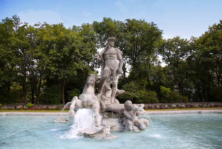 neptuno: detalles del antiguo jardín botánico, Fuente de Neptuno en Munich, Alemania