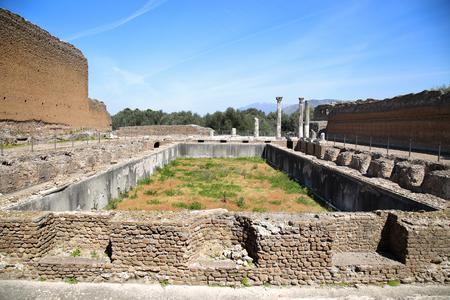 adriana: Ancient ruins of Villa Adriana ( The Hadrians Villa ), Edificio con Peschiera, Tivoli, Italy Stock Photo