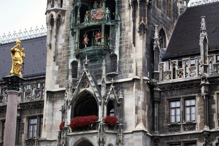bayern old town: The Golden statue of Mary (Mariensaule), a Marian column on the Marienplatz in Munich, German