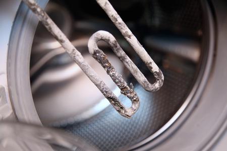 detalles disparo de cerca de calentador eléctrico de la máquina de lavar Foto de archivo