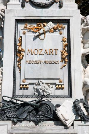amadeus mozart: Statue of Wolfgang Amadeus Mozart, Burggarten in Vienna, Austria