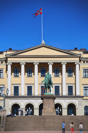 carl: OSLO, NORWAY – AUGUST 17, 2016: Tourist visit The Royal Palace and statue of King Karl Johan XIV, Oslo is the capital city of Norway in Oslo, Norway on August 17,2016.