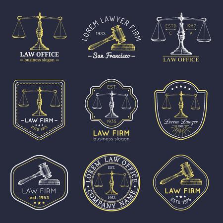 Law office logo's instellen met schalen van Justitie, hamer illustraties. Vector uitstekende procureur, verdedigingsetiketten, vaste kentekens. Stock Illustratie