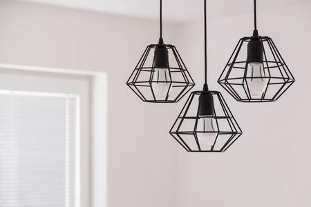 Suspended chandelier in loft style in a modern house interior. 版權商用圖片 - 86680596