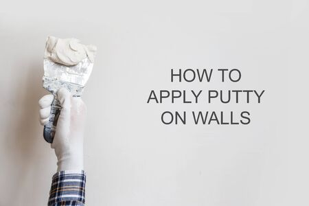 How to apply putty on walls. Stockfoto