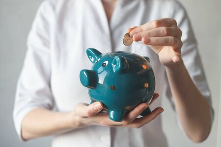 Doctor with piggy bank. Concept for financial checkup or saving for medical insurance costs Imagens