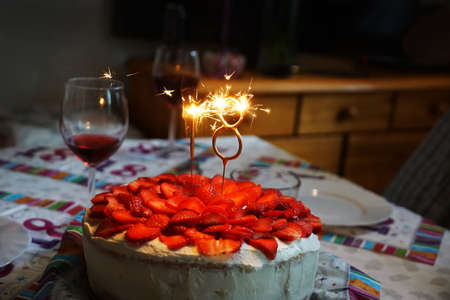 Birthday cake. Eighteenth birthday. Number 18 is burning sparklers. Banque d'images