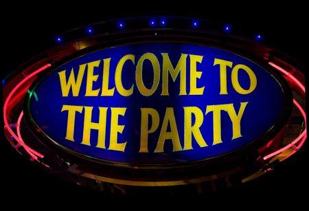 welcome party: Bienvenidos a la fiesta - luces de ne�n en el casino Foto de archivo