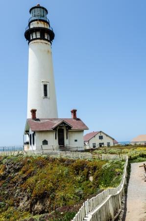 ピジョン ポイント灯台カリフォルニアの海岸に 写真素材