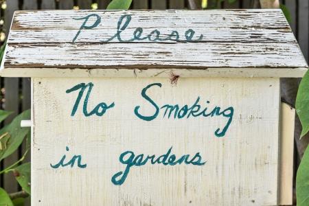 Vintage Verboden te roken in tuinen teken Stockfoto