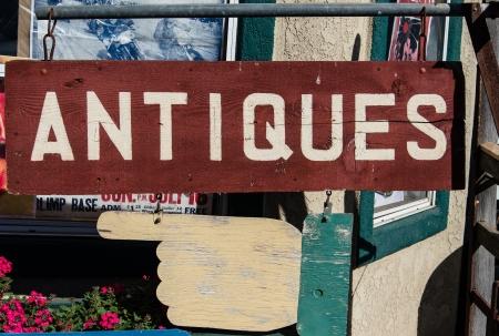 Antiques  sign in store doorway - closeup  Zdjęcie Seryjne