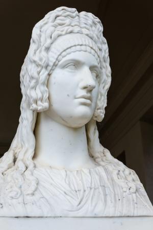 deesse grecque: R�plique de la sculpture en marbre - ancienne d�esse grecque