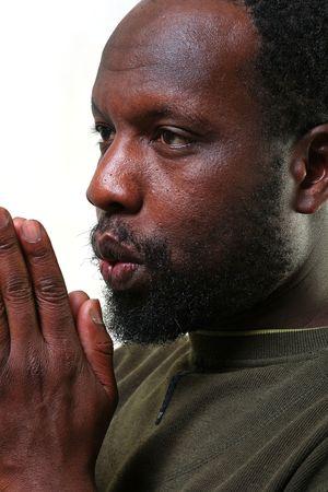 combined: Joven negro tiene ante s� las palmas de las manos y los golpes combinados junto a ellos Foto de archivo