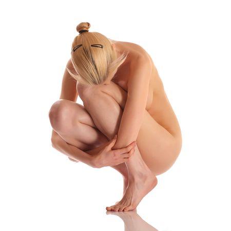 femme se deshabille: Sexy blonde fille nue avec une t�te abaiss�e