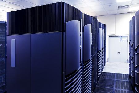 centro de computo: clasifica los superordenadores modernos en el centro de datos computacional Foto de archivo