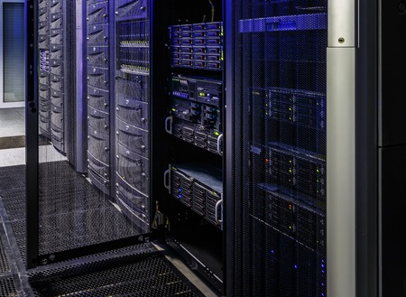 room with rows of server hardware in the data center 스톡 콘텐츠