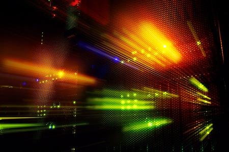 暗闇の中で、メインフレーム ・ データ ・ センターの光インジケーター