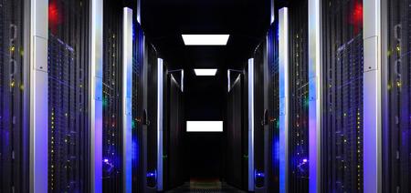 La symétrie de la salle de serveurs moderne classe les superordinateurs légers Banque d'images - 64230153