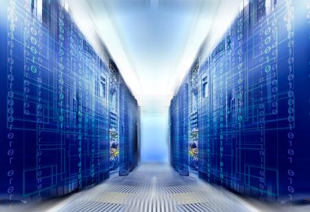 슈퍼 컴퓨터를 관통하는 바이너리 코드가있는 환상적인 대칭형 데이터 센터 룸