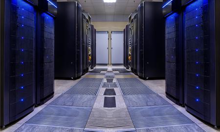 현대적인 서버 룸 대칭으로 슈퍼 컴퓨터 조명