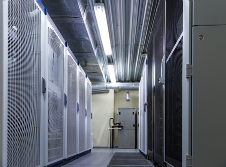 Matériel de serveur rack dans un grand centre de données