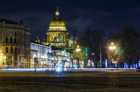 Isaac Cathedral among roofs of buildings, St Petersburg, Russia at night Foto de archivo