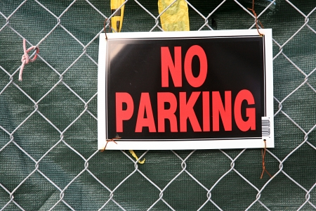 no parking sign on a wire fence Stock Photo - 17506197