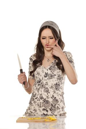 clumsy: cocinero lindo y torpe cort� el dedo al cortar un lim�n