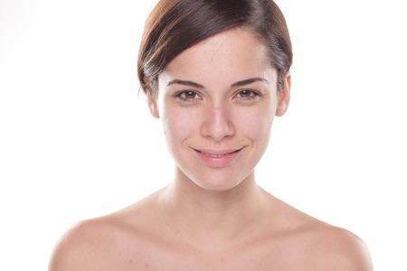 Schöne junge Frau mit nur Basis auf ihrem Gesicht Standard-Bild - 47239698