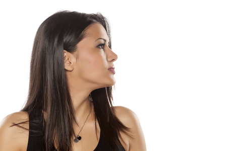 mujeres morenas: el perfil de un joven moreno - peló mujer bonita