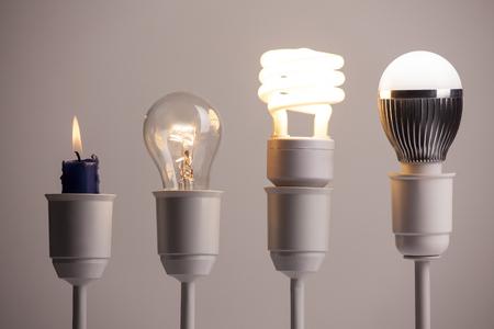 Verloop van verlichting met kaars, wolfraam, fluorescentie en LED Stockfoto