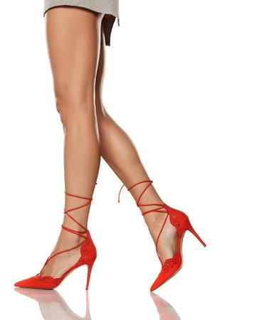 85051cd9b2b874  70234366 - feminine legs
