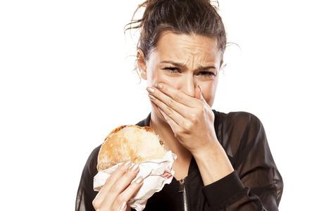 beautiful girl is disgusted by her sandwich Foto de archivo