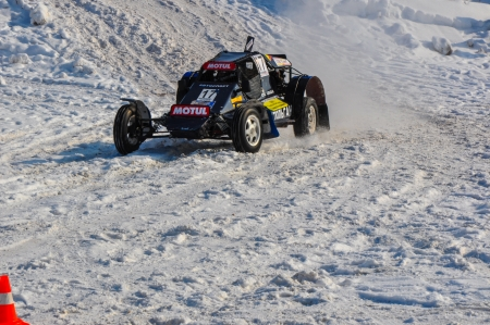 Winter auto racing on makeshift machines