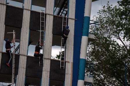 penetracion: Las competiciones en el fuego aplicado deporte o deportes de Bomberos y Rescate. PENETRACI�N EN VENTANA 4 plantas por ASALTO ESCALERA.
