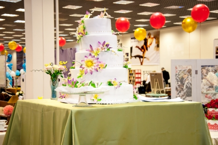 tiered: Decorating a wedding cake Stock Photo
