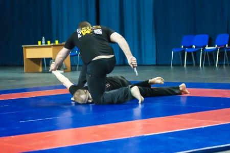 superiority: Orenburg, Rusia - 02 de mayo 2015: Cuchillo lucha en la superioridad de la regi�n de Oremburgo en el combate oriental arte marcial Editorial