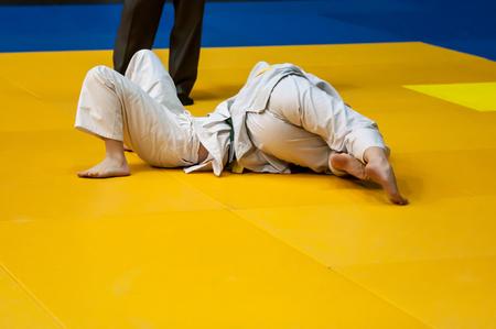 judo: El judo es un arte marcial, batalla filosofía, y deportes japonés sin armas, creado a finales del siglo 19 la del maestro de artes marciales japonés Jigoro Kano