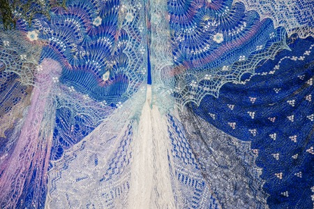 downy: Patterns of the Orenburg downy shawl from delicate goat down