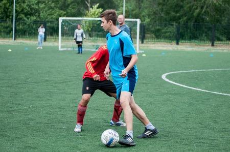 futbol infantil: Orenburg, Russia - 9 July 2016: The boys play football at the city tournament on mini-football among childrens amateur teams memory trainer Kolosova
