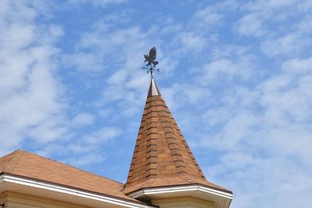 첨탑 마을 집에 날씨 베인