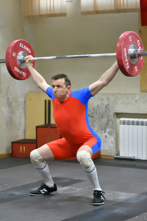 Orenburg, Russia - 15-17 Dezember Jahr 2017: between men the Cup and the Championship in weightlifting
