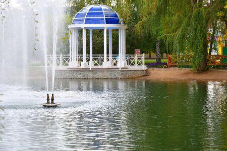 Rotunda on the shore of a pond in a city park Archivio Fotografico