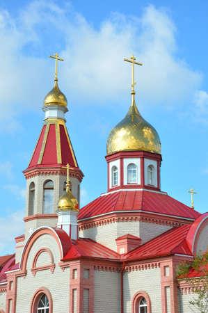 Orenburg, Russia: Gilded dome of the Christian Orthodox Church in the summer Standard-Bild